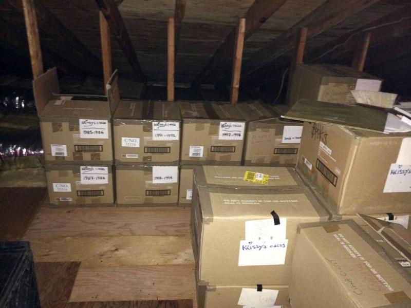 Durante 40 años ella escondía estas cajas de su marido ¡Cuando él las abrió NO lo podía creer!
