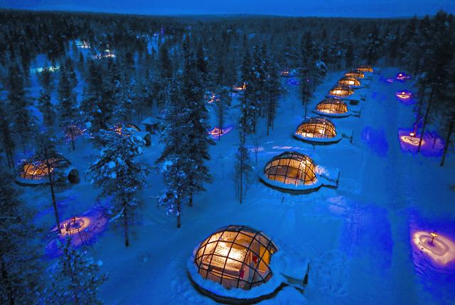 Imagina mirar la maravillosa aurora boreal desde estos iglús en Finlandia