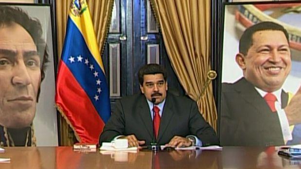 Maduro llama al pueblo a rebelarse contra retiro de imágenes de Chávez y Bolívar