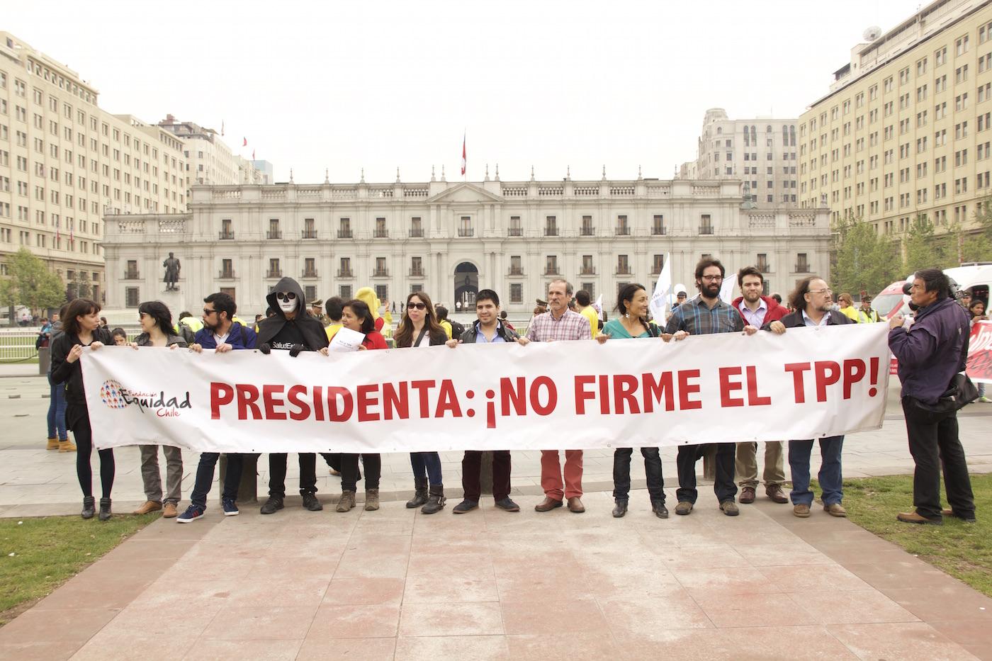 Gobierno chileno firma el TPP el 4 de febrero: Convocan a movilización frente a La Moneda
