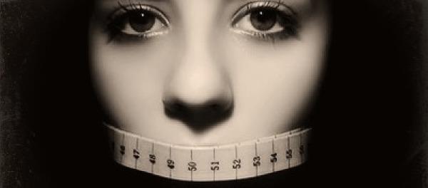Lee aquí el desgarrador relato personal de una joven con anorexia