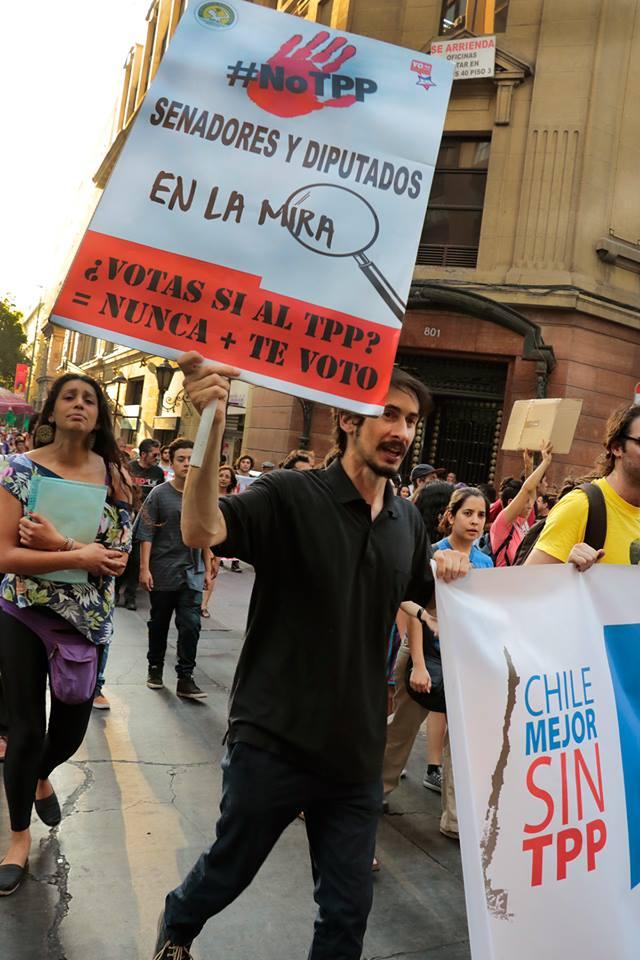 """Informe del Centro Democracia y Comunidad: """"Para Chile no vale la pena tener que sufrir los costos del TPP"""""""