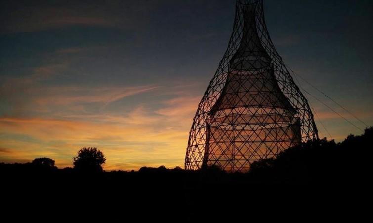 Esta torre fue diseñada para solucionar la escasez de agua y necesita financiamiento