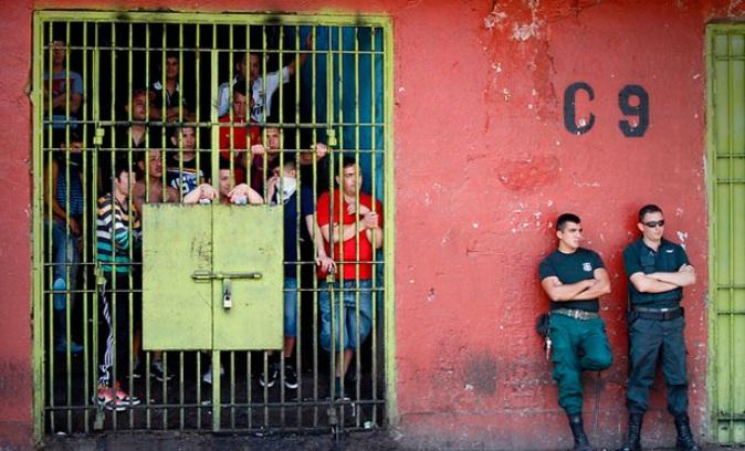 Contraloría declara ilegales imágenes de programas de Canal 13 y Chilevisión