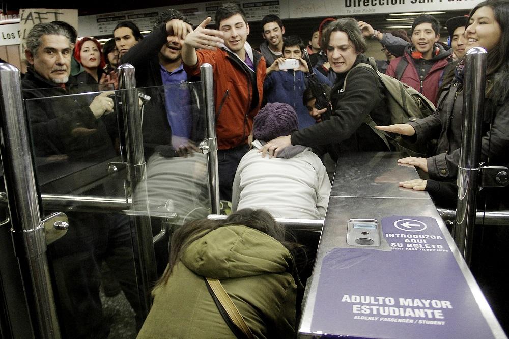 #EvasiónMasiva: La creciente protesta de los secundarios ante abusos del servicio de Metro
