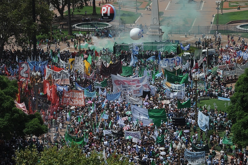 Primer paro multitudinario en contra del gobierno de Macri