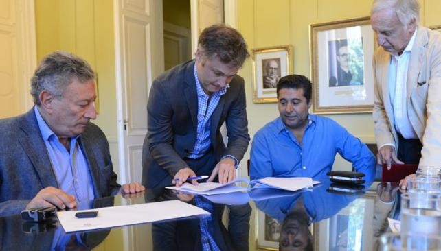 El Gobierno firmó con la AFA el nuevo Fútbol para Todos