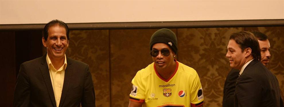 El insólito autógrafo de Ronaldinho en el fútbol ecuatoriano
