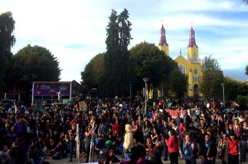 Chiloé: Más de 1.500 personas marcharon contra el saqueo y por sus prioridades