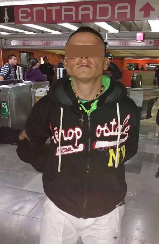 Arrestan a asaltante en vagones del metro