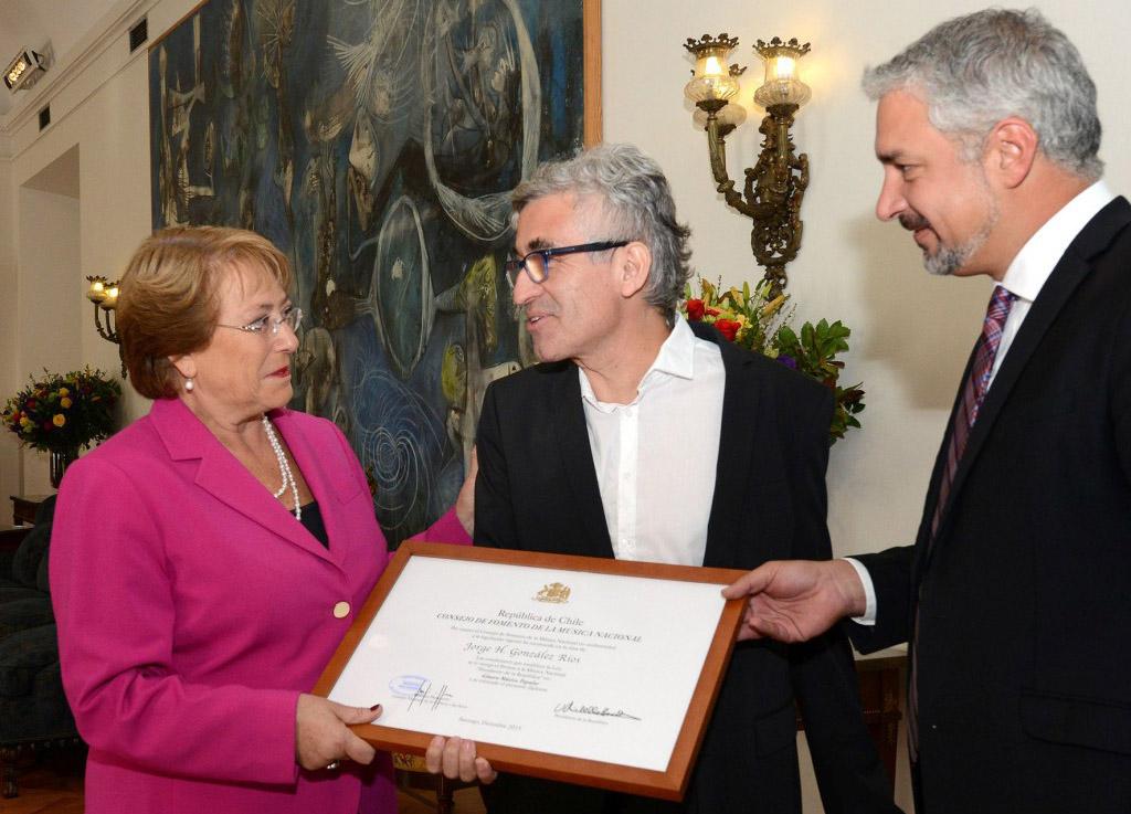 Jorge González recibe Premio a la Música Nacional Presidente de la República