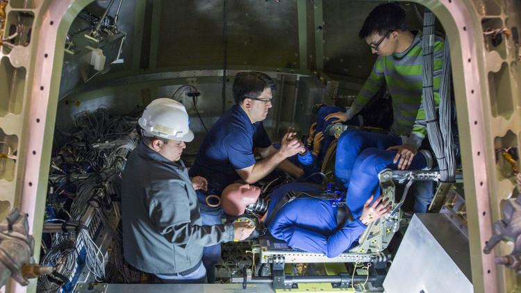 Maniquíes ponen a prueba el amarizaje de la misión a Marte de la NASA (Fotos)