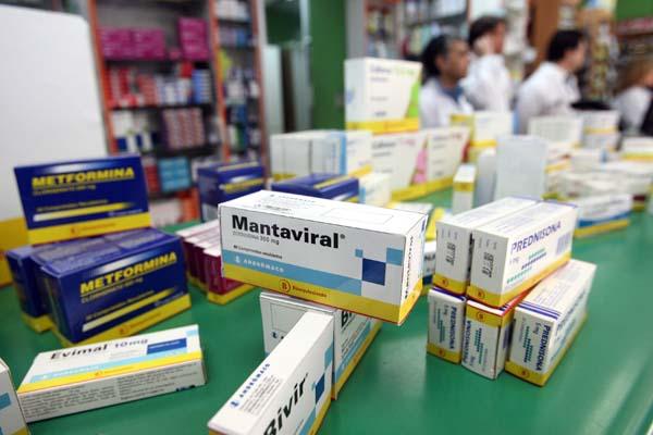 Sernac detecta diferencias de hasta 1.300% en remedios con igual principio activo