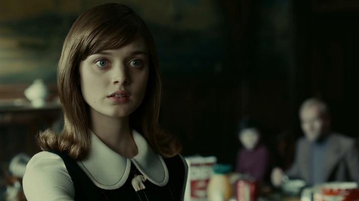 Bella Heathcote (de la película «Sombras tenebrosas»), irreconocible en secuela de 50 Sombras de Grey