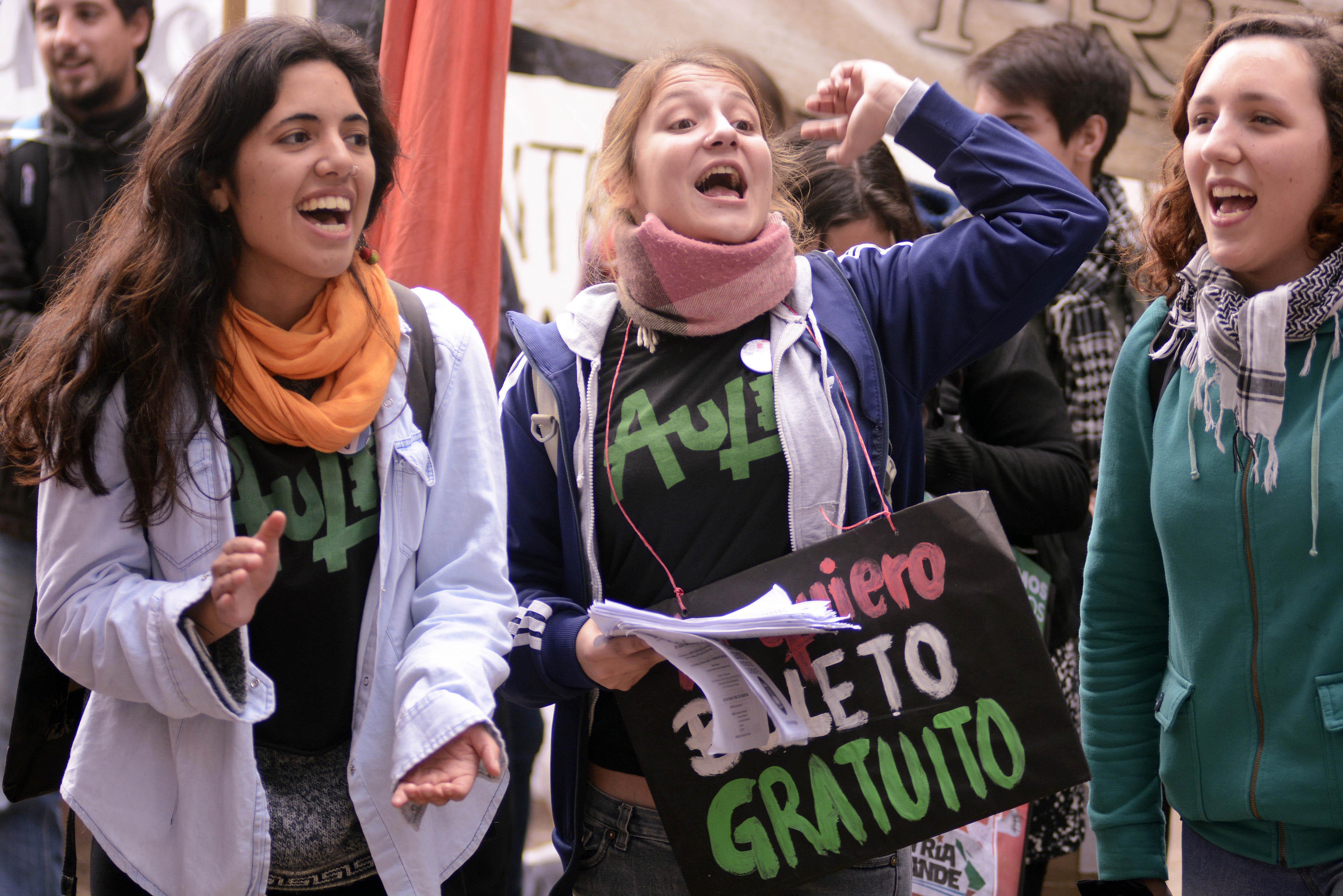 Miles de estudiantes ganaron las calles para pedir la implementación del Boleto Estudiantil Gratuito