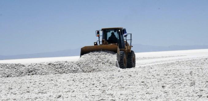 Diputado cuestiona acuerdo de Corfo con minera estadounidense por explotación del litio hasta 2044