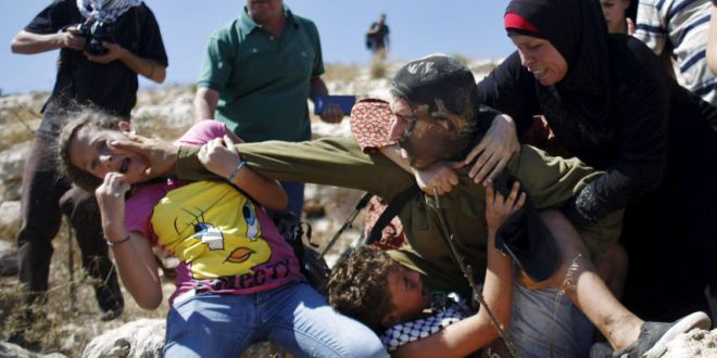 (Fuertes imágenes) Soldados israelíes en otro capítulo de brutalidad