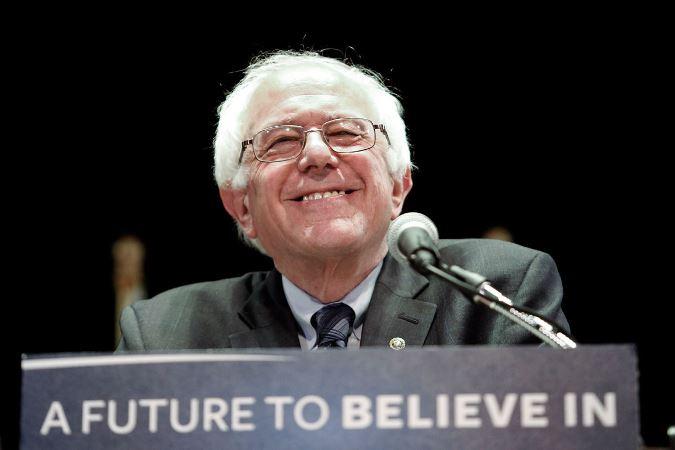 Trolls de Hillary Clinton cierran páginas pro-Bernie Sanders en Facebook