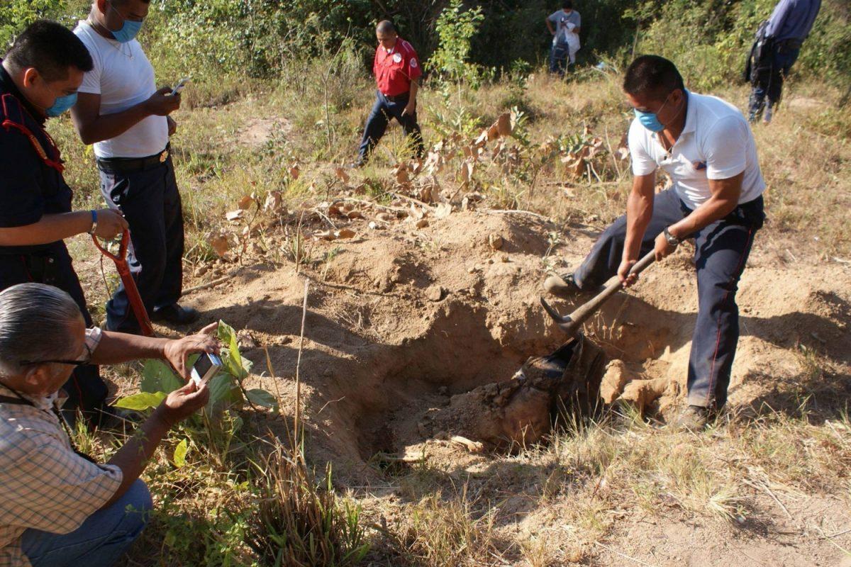 Guanajuato: hallan 22 cadáveres en una fosa clandestina