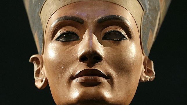 Egiptólogos trabajan incansablemente por encontrar restos de Nefertiti tras la tumba de Tutankamón