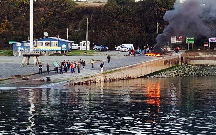 Chiloé: Dirigentes insisten en responsabilidad de salmoneras en crisis medioambiental y social