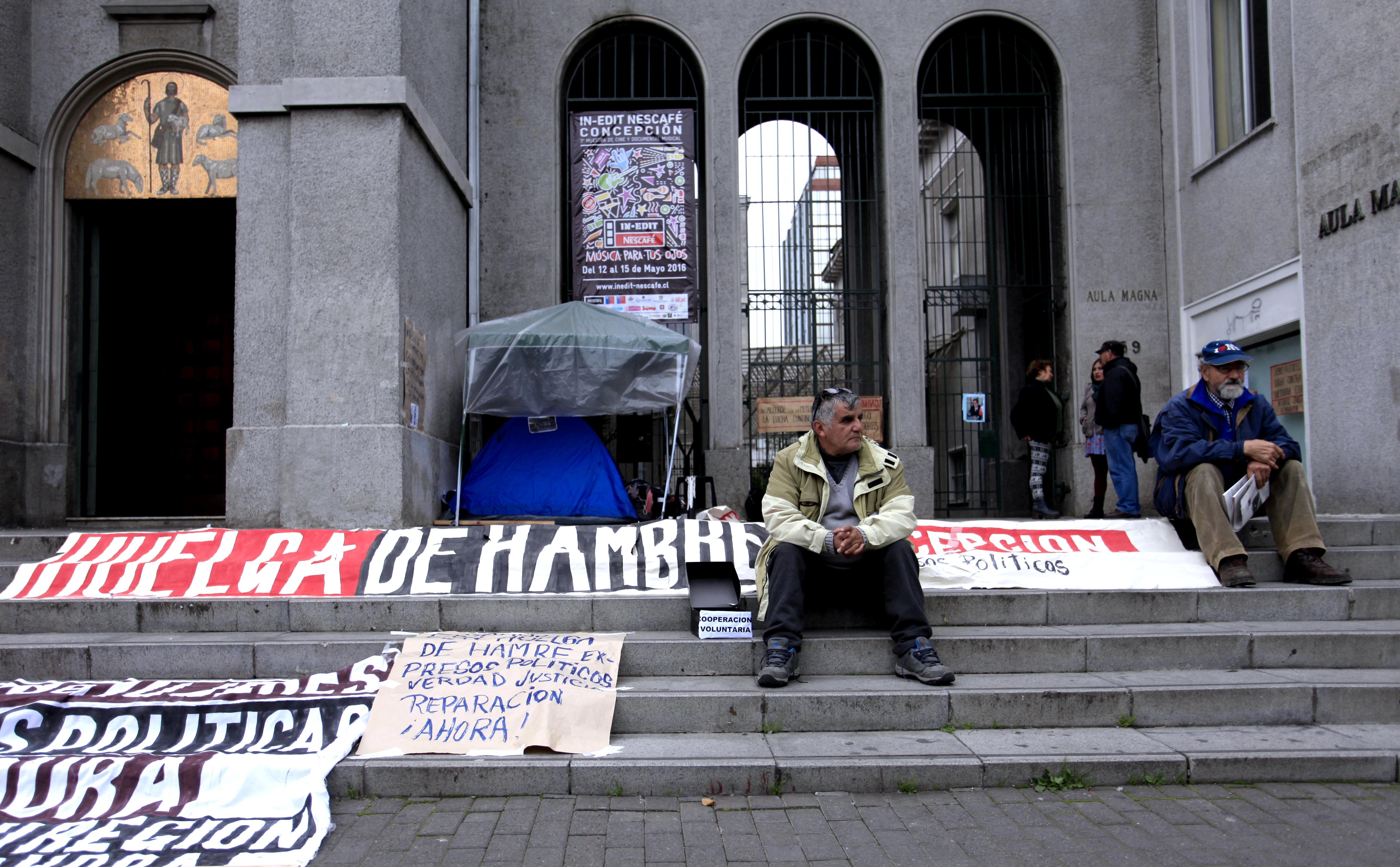 En carpa afuera de la catedral de Concepción ex preso político cumple tres días en huelga de hambre