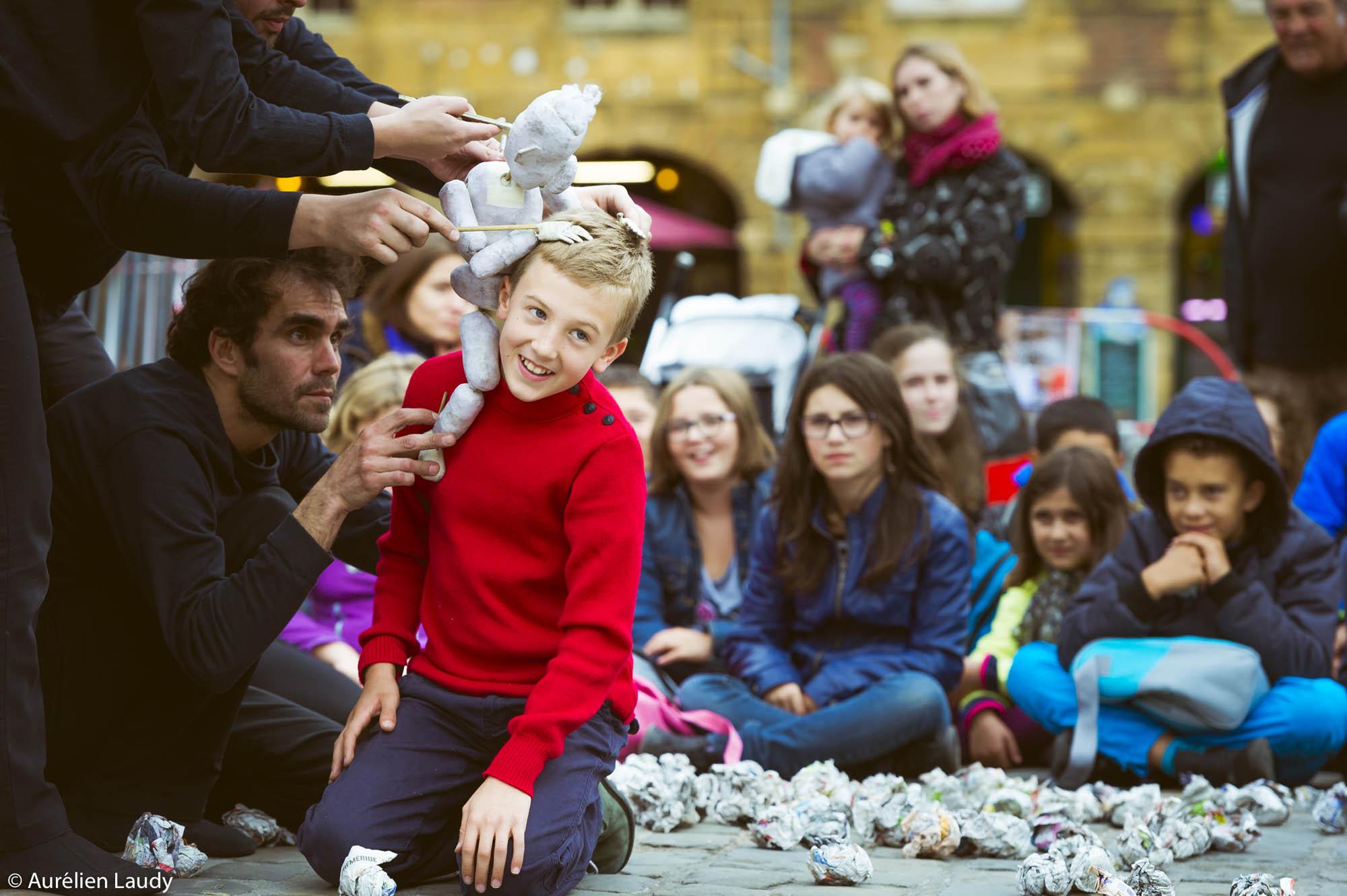 Teatro Ictus: Marioneta de papel promete trasladar a la niñez a toda la familia