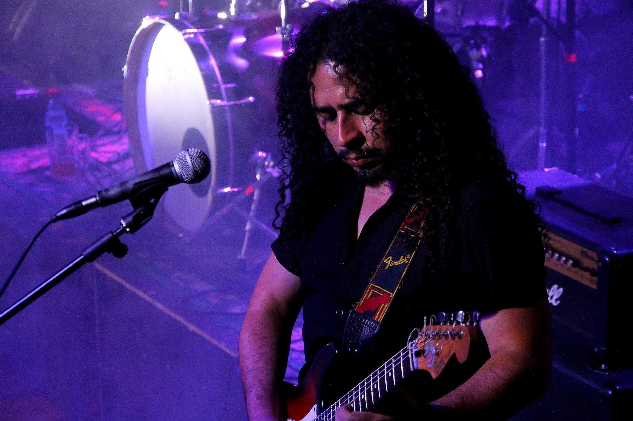 Juez formalizado por cuasidelito de homicidio condenó a reclusión nocturna a músico por pegar afiches