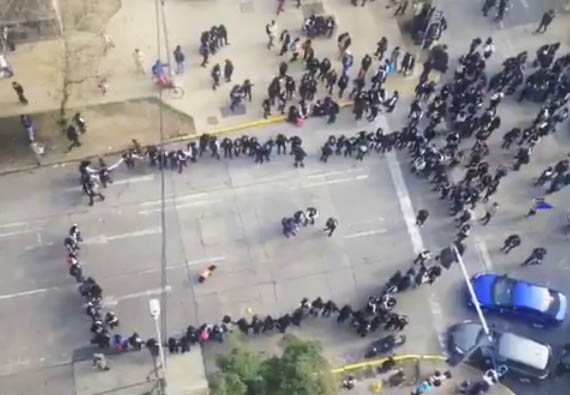Protestas simultáneas de estudiantes en Alameda y Costanera Center en previa del 21 de mayo