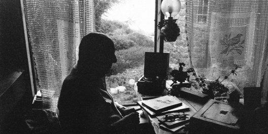 10 poemas de Pablo Neruda que dan directo en el corazón
