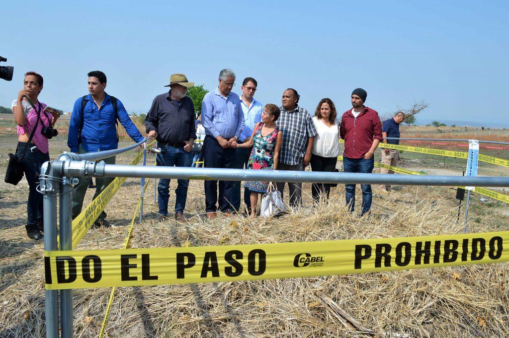 Recuperan 53 cuerpos en fosa de Tetelcingo
