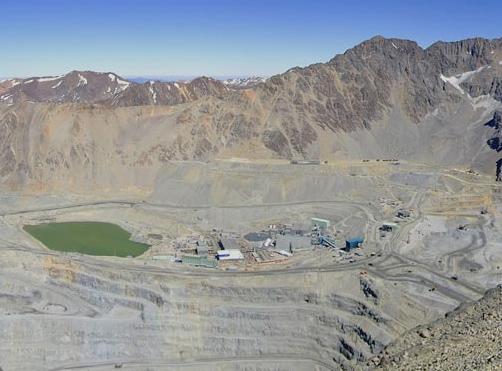Confirman multa de $600 millones para minera Anglo American por daño medioambiental