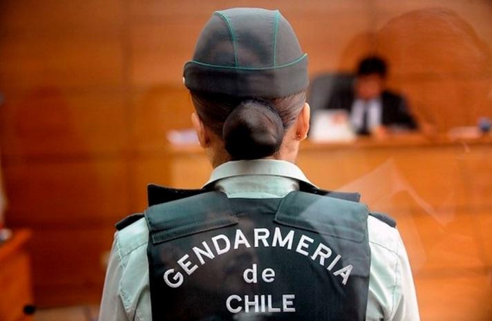 Contraloría exige pagar traslado de funcionaria de Gendarmería que denunció acoso