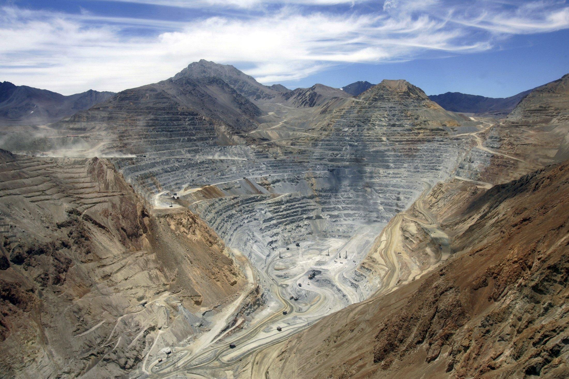 Superintendencia del Medio Ambiente formuló cargos contra minera de Luksic
