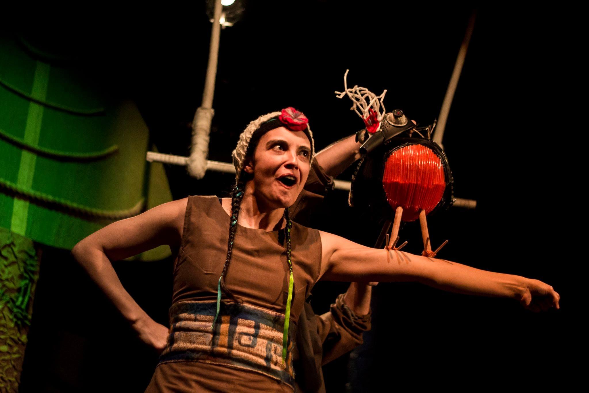 Obra de teatro abraza las diferencias entre una niña mapuche y una niña huinca