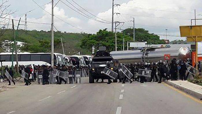 Agreden Policías Federales a Normalistas de Mactumactzá