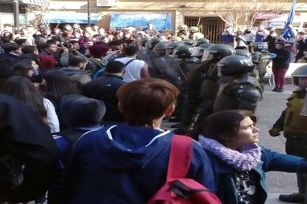 Estudiantes intentaron ocupar el Ministerio de Educación