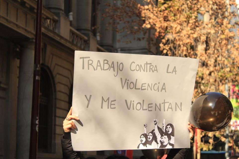 """La paradoja de los trabajadores del Sernameg: """"Trabajamos contra la violencia patriarcal viviendo violencia estatal"""""""