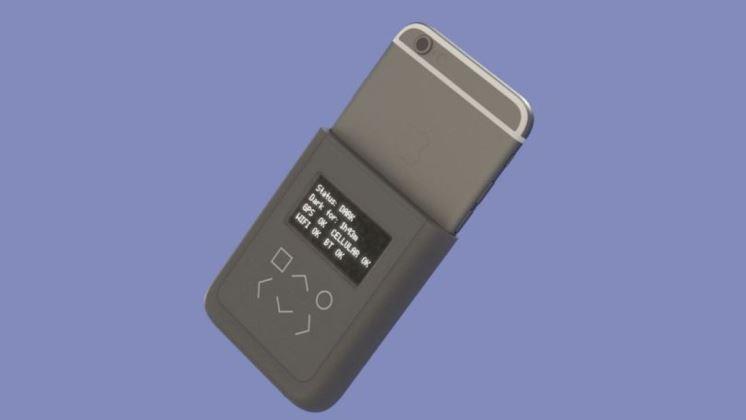 Edward Snowden diseña una carcasa de teléfono que muestra cuando a alguien lo están espiando