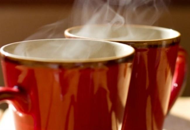 Tomar líquidos demasiado calientes está entre las posibles causas del cáncer
