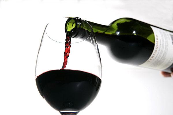 Así es como tratan de curar al alcoholismo bebiendo más vino