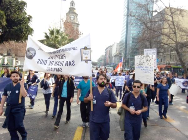Enfermer@s marchan por la Alameda y exigen carrera funcionaria