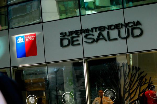 Excedentes de cotización en Isapres alcanzan más de $92 mil millones