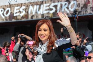 Cristina Fernández respalda a Dilma y denuncia un plan contra los gobiernos populares