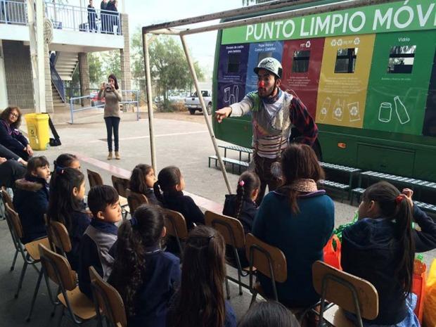 Presentan proyecto para aumentar puntos limpios de reciclaje en la Región Metropolitana