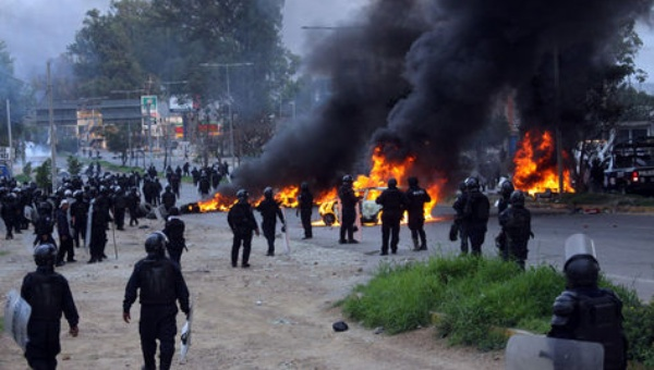México: Policías reconocen haber disparado a maestros durante protestas en Oaxaca