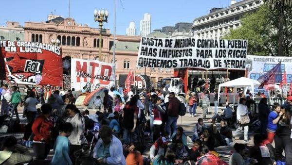 Argentina: Marchas y paro de funcionarios en contra de las políticas de Macri
