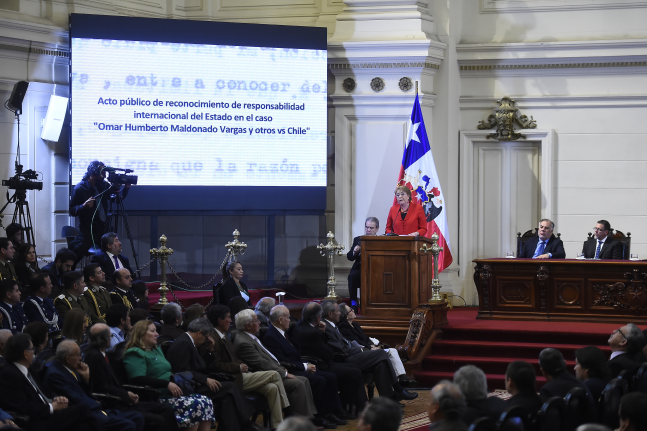 Bachelet asiste a acto reparatorio por ex oficiales FACH que dijeron no al régimen de Pinochet