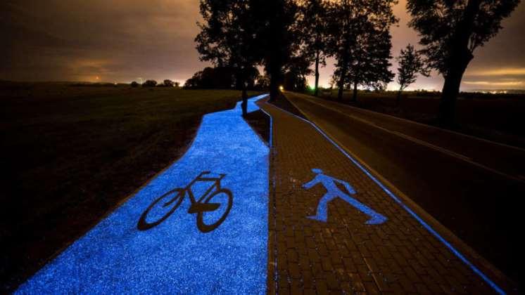 Un pueblo de Polonia instaló ciclovías luminiscentes que se cargan sólo con energía solar