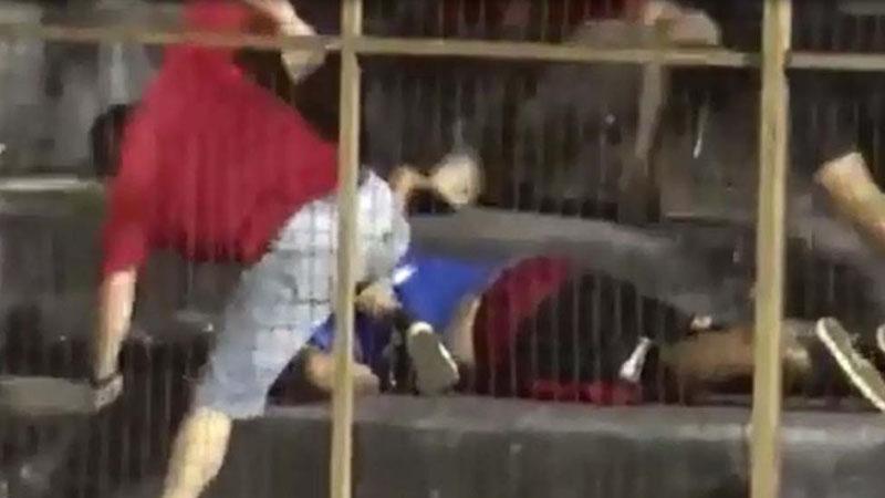 VIDEO: Violencia en el fútbol: sangrienta pelea entre barristas del mismo equipo en Misiones